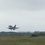 先月、戦闘機を見学に 築城基地までツーリング 離陸するF-2