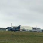 着陸するF-2