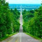 北海道斜里町にある天に続く道。28kmも続く真っ直ぐな道路で、いつしか天に続く道と呼ばれるようになりました。9月中旬から下旬頃にはちょうど道の先に日が沈むため、いっそう幻想的な雰囲気になります!#北海道 #斜里町 #天に続く道