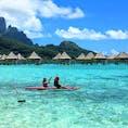 タヒチ、ボラボラ島。 海の青さが目に眩しい。