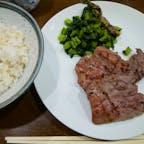 【宮城】仙台  味太助 *定食A 1人前3枚 ¥1,800-    (牛タン焼き、テールスープ、麦めし)  すっごい噛みごたえのある牛タンで わたしの好みではなかった。 他のお店の牛タンも食べてみたかった。  #宮城°  #仙台 #宮城°ごはん  #旅行ごはん° #電車旅  #2019/05/02
