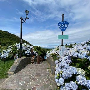 国道なのに車は通れなくて、歩いて通る階段国道。階段は全部で362段あって、降りた先には竜飛漁港が広がってます🐟 #階段国道