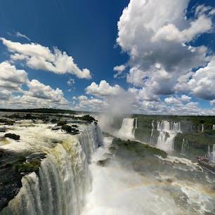 ブラジル、イグアスの滝。