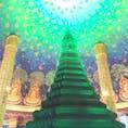 バンコクから1時間半の場所にある「ワットパクナム 寺院」 一度本で見てから絶対に行きたい場所の1つだった。やっと行けました^_^ 本当に、綺麗でこのままの色。