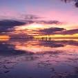 ボリビア、ウユニ塩湖の夕景。