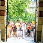 フランス、トゥールーズの街の中での結婚式。