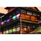 【道後温泉 本館】愛媛 京都二条城のプロジェクションマッピングなどで有名なデジタルアートコンテンツ大手の株式会社ネイキッドが作成し、光と音のデジタルアートで演出。
