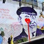 チリ、バルパライソ。 街中の青空アート。