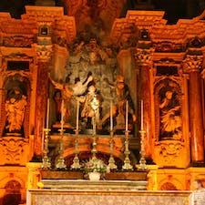 フランス、トゥールーズ。 大聖堂の中の素晴らしい装飾の燭台。