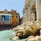 トレビの泉にて⛲️ 人がいっぱいで、泉を見に来たのか、人を見に来たのか…😂 それでも前へ進み、またローマへ戻って来れますようにとコインを投げ入れることができました✨