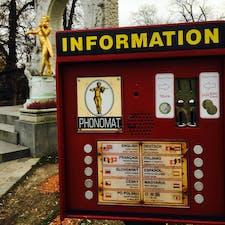 ドイツの自動販売機は日本人にとても親切でした。電車のチケットも日本語の案内がありました。 公園に設置されてました。
