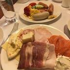 ホテルでの朝食。ハムやチーズの種類が多く、どれも食べてみたくて朝からお腹いっぱい。