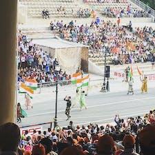 インド、アムリトサル、ワガ国境。 毎日パキスタンとインドで応援合戦してます。なのに半戦争状態なんて…