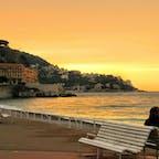 フランス、ニース。 コートダジュールの海と夕焼け。