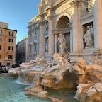 イタリア*トレヴィの泉  年末でたくさんの人!! お決まりのコインを投げてきました(´ω`)