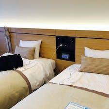 ホテル京阪京都駅南 京都駅が目の前で便利。 YouTube対応のテレビだったり パネルにエアコン照明など管理されてて 最新でした。ベットが硬めで◎