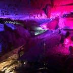 面不動鍾乳洞【奈良】  とっても涼しくて、夏にはぴったりな場所⭐︎  鍾乳洞はライトアップされていて、時間によって色が変わるので、見方も変わって面白い!  ストロー状の鍾乳石は全国でも珍しいみたい⭐︎