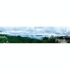 道後に宿泊した後、松山観光港からフェリーで広島へ。そこからまた別のフェリーに乗り換えて宮島へ!  宮島と言えば厳島神社ですが、画像は弥山の獅子岩展望台から。お勧めです。 山頂まで行くと更なる絶景が待っているので、体力のある方はぜひ。  宮島は初だったけど、駅に戻ってから前回の広島が3ヶ月前ということに気づいて驚き……まだつい最近のような感覚です。