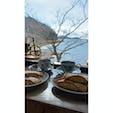 シャーレ水ヶ浜 滋賀県  ここからみる景色が綺麗❄️ 冬に行ったのですが、店内には暖炉もあり、ログハウス調なので温かみのある空間でした。🌳 ここは店内からの写真ですが、外にも琵琶湖を一望できるテラス席があります!
