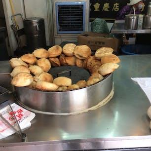 大好きな胡椒餅 毎日でも食べたい。 夜市の胡椒餅が有名ですが、台北駅の近くにも支店があります。