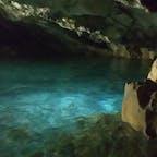 ビーチリゾートのイメージが強いですが、山歩きもできます。涼しい洞窟内で泳げます。