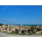 【チュニジア🇹🇳】カルタゴ  アントニヌスの浴場跡  ローマ植民都市時代に築かれたもので ローマ世界で3番目の規模となる巨大施設。 7世紀の終わりにウマイヤ朝に占領されて取り壊された。  写真だとちっちゃく見えますが 実際は巨大迷路のように大きかったです。  #チュニジア° #2019/03