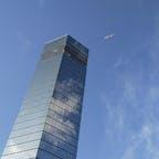 ポートタワーと飛行機