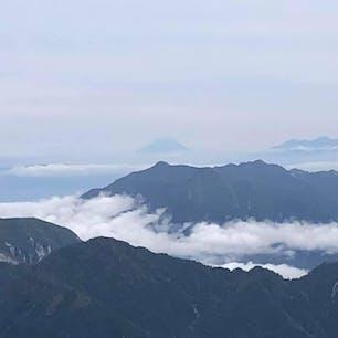 2020.9.29立山登山 今年も富士山が見えました。 こんなに遠く離れていても存在感すごい
