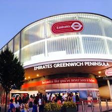ロンドンのロープウェイ エミレーツ・エアー・ライン ロンドンの公共交通機関同様に、オイスターカードで乗れて、割引が受けられます。