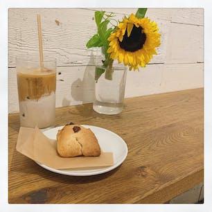 THE LOCAL COFFEE STAND🌻  表参道と渋谷の間にあるカフェ。 グラス可愛い。グッズも可愛い。
