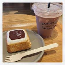 DANDELION CHOCOLATE 蔵前  蔵前店オリジナルのチョコレートドリンクが とっても美味しい😭🌼 マシュマロスモアも相性ばっちり!!
