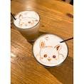 【浅草】好きな絵をラテアートで描いてくれる!東京のラテアート店HATCOFFEE . . . 東京メトロ銀座線 浅草駅から徒歩10分のところにあるこのお店はカフェとして楽しめるだけでなく、キャラクターなどの自分の好きなものの絵をラテアートで描いていただけます! . 今回はお店側のおすすめで注文したのですが、簡単なものや有名なキャラクターなら追加の料金なしで描いていただけるということで、ポケモンのピカチュウとイーブイを描いていただきました!本当にありがたかったです。お店の雰囲気もなかなか良く、店員さんもとても愛想の良い方でまた来たくなりました! . . . [アクセス] 銀座線 田原町駅より徒歩3分 又は 東武線・銀座線 浅草駅より徒歩10分 . . 座席数が少ないのでお気を付け下さい! . . . #hatcoffee #カフェ #浅草 #浅草グルメ #東京 #東京グルメ #ラテアート #うつわ好き #小さな秋 #cafe