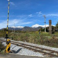 長野県にある、JR鉄道最高地点。小海線の野辺山駅と清里駅の間で、標高1375mあるそうです。背後にそびえてるのは八ヶ岳🏔