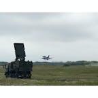 離陸するF-2戦闘機 陸自の対空部隊との コラボ😆😆😆😆 築城基地周辺にて 運がいいネ 😁😁😁😁😁