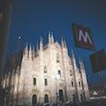 イタリア・ミラノ  ミラノ 大聖堂 夜は大理石の白さが際立つ