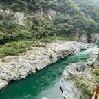 大歩危・小歩危  ②「大歩危小歩危(おおぼけこぼけ)」は、2億年の時を経て四国山地を横切る吉野川の激流によって創られた約8kmにわたる渓谷で、大理石の彫刻がそそりたっているかのような美しい景観を誇ります。  #四国 #サント船長の写真