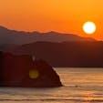 大鳴門橋  大鳴門橋(おおなるときょう)  此の日は四国に渡る予定でタイミングよく夕陽が見られました。 時刻になれば渦潮が見られるポイントです。 2020年10月13日の淡路島の日の入りは5時29分です。 #全国橋巡り #大鳴門橋 #サント船長の写真 #絶景ポイント