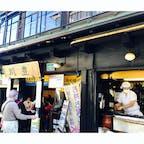 川豊本店 店先でうなぎを焼いています