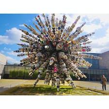 【韓国🇰🇷】国立現代美術館  道を歩いてたら突然出てきた不思議なオブジェ。 全て鍋とかバケツとかでできてて 現代アート、おもしろい、ってちょっと思った。  #韓国° #2018/10/26