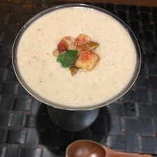 やまざくらの、和仏懐石料理の一つ、イチヂクのスープ。初めて頂きました。ヨーグルトと混ぜたのかな?さっぱりとして、程よい甘味があります。