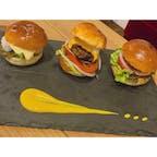 【葛西】E.STAR  *イースターバーガー  初のスライダーバーガー🍔 お肉がジューシーでとっても美味しかった! これ食べて以来ハンバーガーにどハマり中。  ここは11月いっぱいで閉店しちゃうみたいなので 是非行ってみてください。  #東京° #東京グルメ° #ハンバーガー°