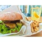 【虎ノ門ヒルズ】BeBu   *ランチセット BBQ ¥2,035-  チェダーチーズとグリルオニオンがgood とにかく具のバランスがちょうど良い ポテトも自分の好みのカリカリ系  #東京° #東京グルメ° #ハンバーガー