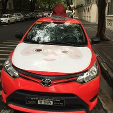 サンタの帽子が小汚いけど、 こんなタクシーも走っちゃうよ、 クリスマスシーズンのフィリピン🇵🇭  Makati ,  Salcedo , Tordesillas street