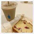 Blue Bottle Coffee 新宿NEWoMan店  この冷やしたパウンドケーキが 美味しかった〜🥺✨ けど何の野菜やったか忘れた…