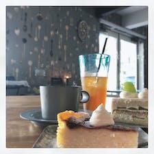 貝殻喫茶室🐚  埼玉のジョンソンタウン内にある 可愛らしいカフェ。 季節のマスカットケーキが めっちゃ美味しかった〜!!🥰