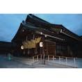 【出雲大社 拝殿】島根 昭和28年まであった古い拝殿が不慮の火により焼亡し、6年後新たに総工費1億1千万円をかけ、戦後の本格的な木造建築として屈指の規模を誇る新拝殿が竣功した。