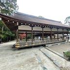 橋殿  橋で飛び切りの所の世界遺産登録の上賀茂神社に有る橋です。 京都に住む俺が知らない橋?でもね行けば皆さん此の橋は見て居ますね、でもね気が付かないのですよ(笑) 此の橋は他県なら見るだけで、お金が要るかな😓でも安心して下さい、上賀茂神社は世界遺産ですが拝観料は要りません、神社ですから。  #日本百名橋 #全国橋巡り #サント船長の写真 #京都 #神社仏閣