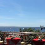 MOAからのマニラ湾。 鮮やかな青。