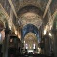 モンツァの大聖堂内部 有名な礼拝堂は左の奥