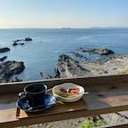 鋸南町の岬カフェ。  ロケーションがあまりに良すぎて帰りたくなくて、コーヒーおかわりしておなかタプタプになりましたがそれでもまだ名残惜しかった。